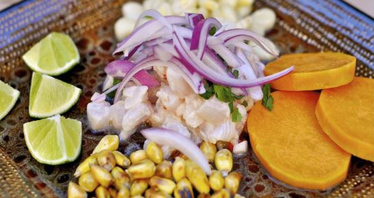 Teller mit Ceviche aus Peru