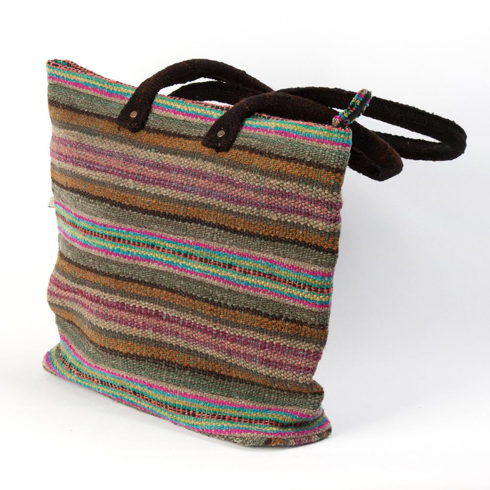 peruanische handtasche gewebte handarbeit gr n rot gestreift. Black Bedroom Furniture Sets. Home Design Ideas